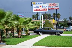 classic-car-and-palm-trees-2814781_1920
